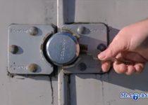 How-to-Open-a-Frozen-Lock-garage-door